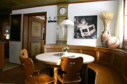 Bier-Homepage.de - Rund um's Thema Bier: Biere, Hopfen, Reinheitsgebot, Brauereien. | Foto: Die gemütliche Brauerstube erinnert mit großformatigen Fotos an ehemalige Zeiten in der Brauerei..
