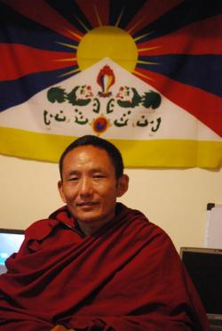 Ost Nachrichten & Osten News | Ost Nachrichten / Osten News - Foto: Tsering Dorjee in seinem Exil in Dharamsala.