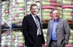 Landwirtschaft News & Agrarwirtschaft News @ Agrar-Center.de | Foto: Werner Arts (l.) und Manfred Gnann, Gründer und Geschäftsführer der agaSAAT GmbH.