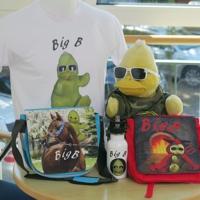 Die perfekten Accessoires für den Sommer: BigB, der gelbe Erpel aus Beckum, zeigt einen kleinen Teil seiner Kollektion.     | Freie-Pressemitteilungen.de