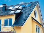 Fertighaus, Plusenergiehaus @ Hausbau-Seite.de | Foto: Im Sommer reicht die Solarthermie oft aus, um den Energiebedarf für Warmwasser zu decken. Foto: Velux.