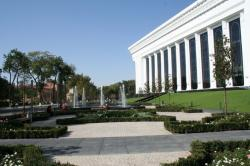 Einkauf-Shopping.de - Shopping Infos & Shopping Tipps | Rollrasen & Garten - Foto: BÜCHNER Fertigrasen nun auch in Taschkent: das Kongresszentrum erstrahlt nach aufwendigen Bauarbeiten.
