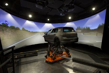 Freie Pressemitteilungen | Applus+ IDIADA ermöglicht in seinem neuen Simulationslabor virtuelle und physische Tests mit zwei neuen Fahrsimulatoren von VI-grade.