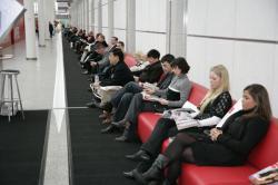 Ost Nachrichten & Osten News | Ost Nachrichten / Osten News - Foto: Das polnische Unternehmen Steinpol baute 2009 das längste Sofa der Welt für Neckermann.