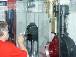 Autogas / LPG / Flüssiggas | Foto: Das Museum AUTOVISION zeigt die drei Systeme Dampf- , Elektro- und Benzinmotor in neuer Ausstellung. Dabei wird deren Bedeutung als Antrieb im Automobil vor über 100 Jahren bis hin zu den möglichen Zukunftsaussichten dokumentiert.