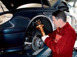 Autogas / LPG / Flüssiggas | Autogas & LPG - Foto: Defekte Stoßdämpfer austauschen Foto: KYB.