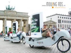 Alternative & Erneuerbare Energien News: Foto: >> Kopf an << - Plakatbikeflotte der Ambient Media Agentur moving ads vor dem Brandenburger Tor.