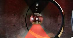 Historisches @ Historiker-News.de | Foto: Der angefertigte Tunnel bot einen beieindruckenden Start in die Ausstellung. Copyright: Deutsches Historisches Museum Berlin.