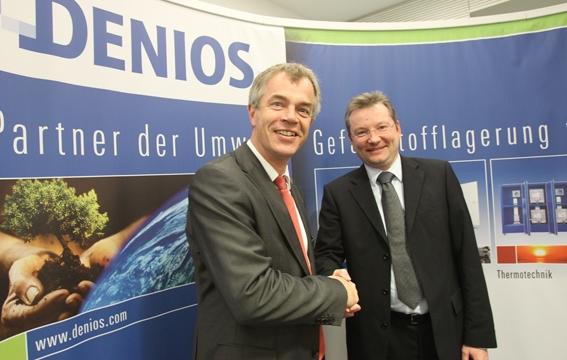 Nordrhein-Westfalen-Info.Net - Nordrhein-Westfalen Infos & Nordrhein-Westfalen Tipps | DENIOS-Vorstand Benedikt Boucke (re.) begrüßt den NRW-Umweltminister Johannes Remmel.