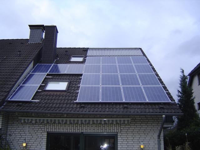 Duesseldorf-Info.de - Düsseldorf Infos & Düsseldorf Tipps | Sonnenenergiehaus-Anlage installiert auf einem Einfamilienhaus
