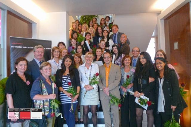 Hessen-News.Net - Hessen Infos & Hessen Tipps | Staatlich geprüfte Kosmetikerinnen bei ihrer Abschlussprüfung an der Kosmetikschule Schäfer