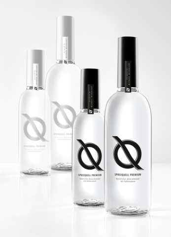 Duesseldorf-Info.de - Düsseldorf Infos & Düsseldorf Tipps | © Spreequell Mineralbrunnen GmbH - Die Dekorationen in Schwarz verzieren die Flasche für kohlensäurehaltiges Q Spreequell Premium, die Farbe Weiß steht für das stille Wasser.