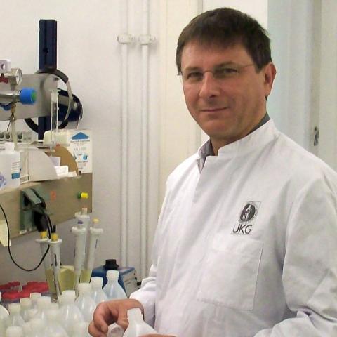Berlin-News.NET - Berlin Infos & Berlin Tipps | Udo Wesnke hat die Lösung: Umkehrosmose-Anlagen stattet er mit seinem HYGMOSE®-Modul aus und produziert Trinkwasser ohne infektionsgefährdende Verunreinigungen.