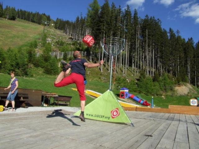 Sport-News-123.de | Trendsport SIXCUP - die neue Sportart begeistert Jung und Alt