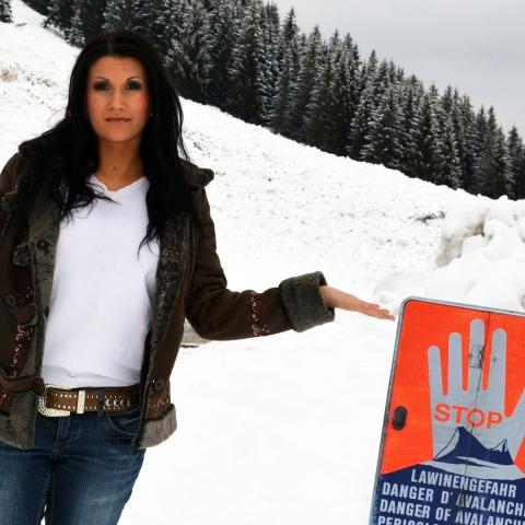Nordrhein-Westfalen-Info.Net - Nordrhein-Westfalen Infos & Nordrhein-Westfalen Tipps | Sängerin Antonia aus Tirol vor der abgegangenen Lawine in Hochfügen