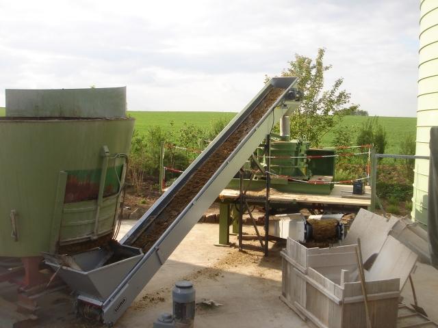 Nordrhein-Westfalen-Info.Net - Nordrhein-Westfalen Infos & Nordrhein-Westfalen Tipps | Der BHS Biogrinder im Einsatz in der Biogasanlage Engert in Rodheim.