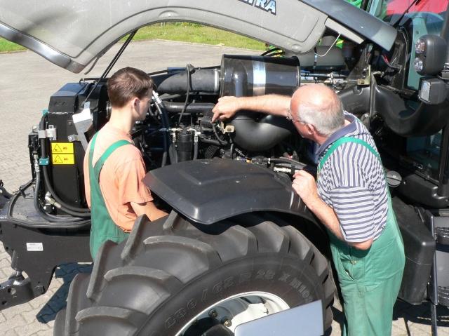 Landwirtschaft News & Agrarwirtschaft News @ Agrar-Center.de | Mehr als 500 Ausbildungsstellen zum Mechaniker für Land- und Baumaschinentechnik sind für den Ausbildungbeginn im Herbst 2012 noch frei.