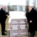Ost Nachrichten & Osten News | Foto: Der Grundstein ist symbolisch gelegt: Peter Junge-Wentrup und Dr. Herbert Schnoor enthüllten den Stein.