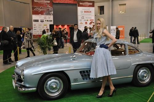 Ost Nachrichten & Osten News | Ein Mercedes-Benz SL Flügeltürer bei der Moscow Oldtimer Gallery 2012
