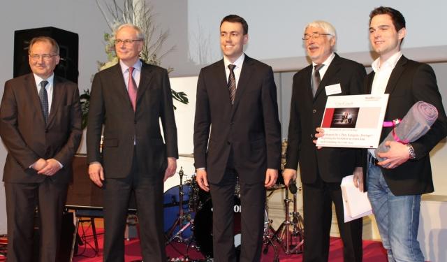 Musik & Lifestyle & Unterhaltung @ Mode-und-Music.de | Siegerehrung NewBizCup2.0 im Stuttgarter Haus der Wirtschaft am 2. März 2012, v.l.n.r.: Peter Hofelich (Mittelstandsbeauftragter der Landesregierung), Christian Brand (Vorsitzender des Vorstandes der L-Bank),