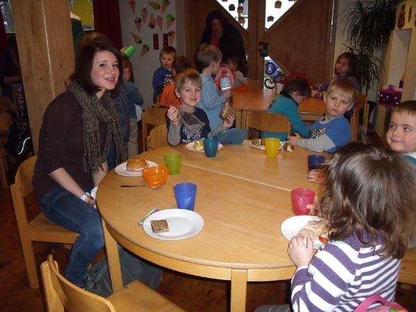 Tickets / Konzertkarten / Eintrittskarten |  Ein gemeinsames Frühstück mit den Kindern gehört natürlich auch dazu, wenn man sein Sozialpraktikum in einem Kindergarten absolviert.
