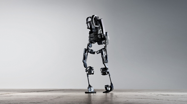 Amerika News & Amerika Infos & Amerika Tipps | Mit dem Gehroboter Ekso können Querschnittgelähmte wieder aufstehen und gehen.