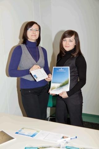 Berlin-News.NET - Berlin Infos & Berlin Tipps | Die Quality-Scouts Lili Gomer (links) und Elena Boidel haben die Upstalsboom-Katalogbestellung optimiert und eine jährliche Ersparnis von 11.000 Euro erreicht.
