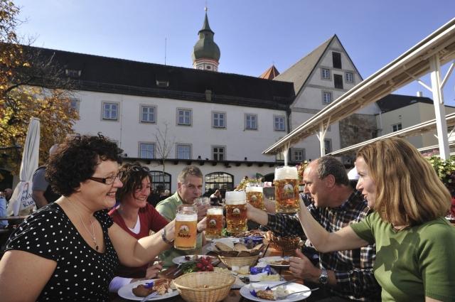 Bier-Homepage.de - Rund um's Thema Bier: Biere, Hopfen, Reinheitsgebot, Brauereien. | Kloster Andechs: Bayerische Lebensart mit Tradition seit 1455.