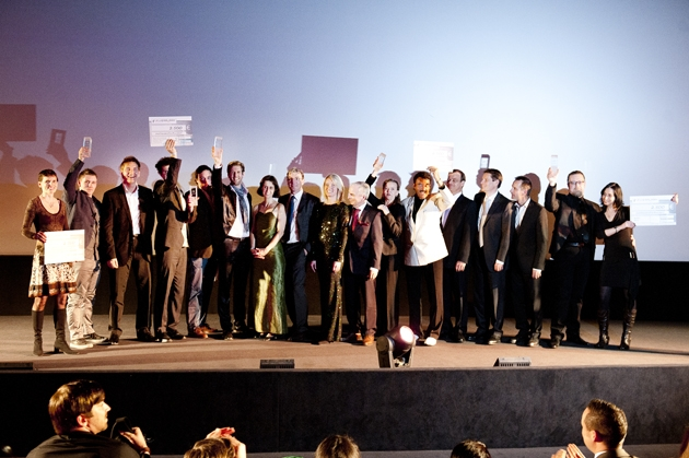 TV Infos & TV News @ TV-Info-247.de | Die Preisträger des flyeralarm design award 2012 mit Sponsoren und Vertretern der Organisationen