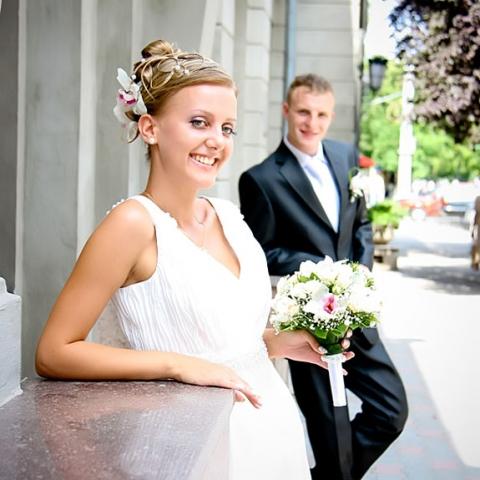 Erfurt-Infos.de - Erfurt Infos & Erfurt Tipps | glückliches Brautpaar bei einer Hochzeitsfeier