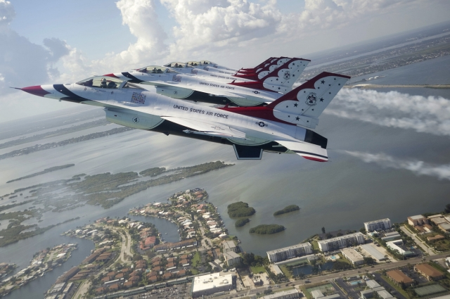 Tickets / Konzertkarten / Eintrittskarten | Die USAF Thunderbirgs zählen zu den profiliertesten Kunstflugteams der Welt. (Bild: USAF Thunderbrids)