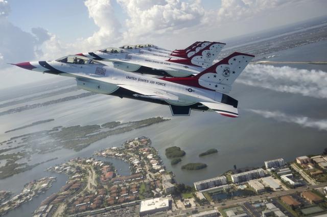 Frankfurt-News.Net - Frankfurt Infos & Frankfurt Tipps | Die USAF Thunderbirgs zählen zu den profiliertesten Kunstflugteams der Welt. (Bild: USAF Thunderbrids)