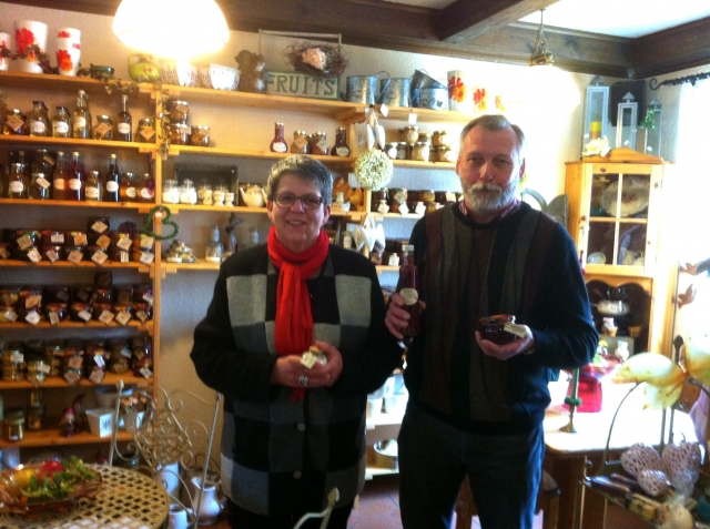 App News @ App-News.Info | Handgemachte Delikatessen aus essbaren Rosen: Christine Wittemans produziert mit Ehemann Hans-Joachim im Norden Berlins.
