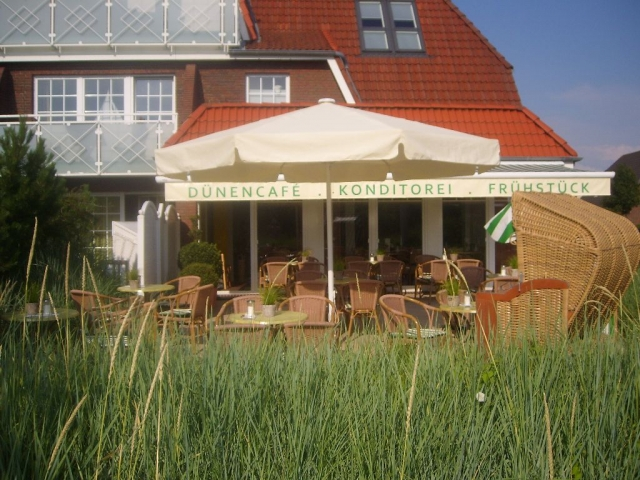 Hamburg-News.NET - Hamburg Infos & Hamburg Tipps | Terrasse des Dünen-Cafes im Landidyll Hotel Insel Büsum an der Nordsee