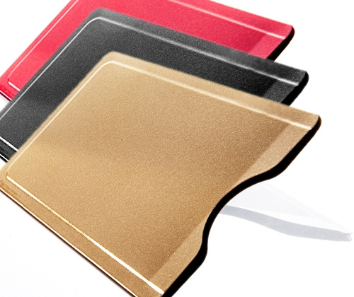 Shopping -News.de - Shopping Infos & Shopping Tipps | Die Kartenhülle aus Edelstahl schirmt RFID-Chips effektiv ab.