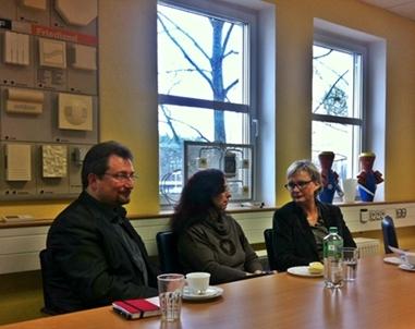 Berlin-News.NET - Berlin Infos & Berlin Tipps | SPD-Bundestagsabgeordnete Andrea Wicklein mit der ESL Geschäftsführerin Stefanie Weinhold und dem BM von Ludwigsfelde Frank Gerhard im Gespräch.