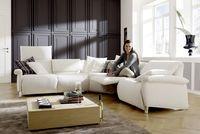 Auto News | Wohntrends: Großzügige Sitzlandschaften schaffen eine gemütliche Atmosphäre. Dank vielfältiger Funktionen lassen sich die Möbel ganz den eigenen Wünschen anpassen.