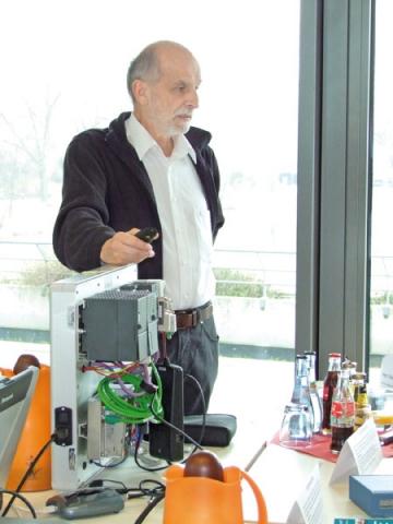 CMS & Blog Infos & CMS & Blog Tipps @ CMS & Blog-News-24/7.de | Hans-Ludwig Göhringer erklärt den Teilnehmern anhand praktischer Beispiele, welche Ursachen Störungen auf dem Feldbus haben können.