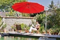 Australien News & Australien Infos & Australien Tipps | Sonnenschirm im Garten: Beim Sonnenschirm-Kauf sollte man auf den UV-Protection-Faktor achten.