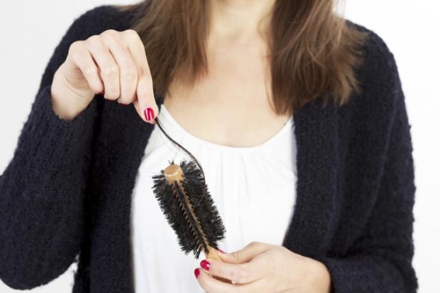 Durchschnittlich jede dritte Frau leidet in Deutschland an Haarausfall