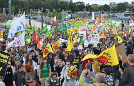 Duesseldorf-Info.de - Düsseldorf Infos & Düsseldorf Tipps | Anti-Atom-Demo_Quelle - NATURSTROM AG