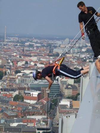 Ostern-247.de - Infos & Tipps rund um Geschenke | Jochen Schweizer startet in vielen deutschen Städten in die House Running Saison 2012