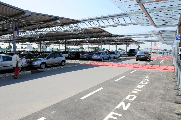 Europa-247.de - Europa Infos & Europa Tipps | Dank überdachter Parkplätze: Bei jeder Wetterlage komfortabel einkaufen.
