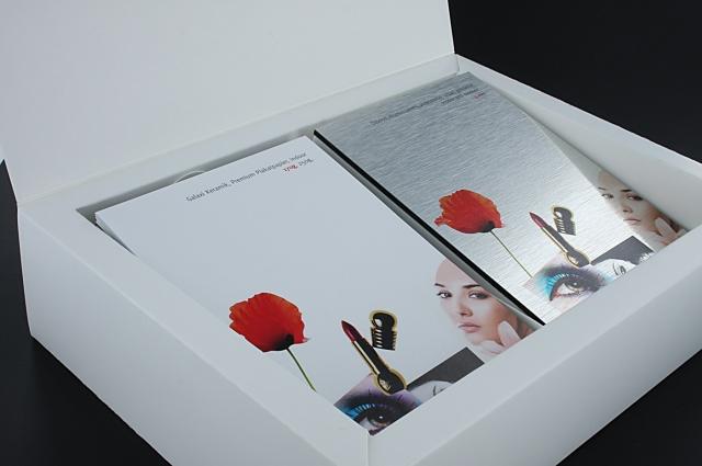 Technik-247.de - Technik Infos & Technik Tipps | Digitaldruck Musterbox mit mehr als 60 Materialien.