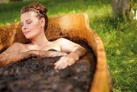 Europa-247.de - Europa Infos & Europa Tipps | Moorbäder: Ein Bad im heißen Naturmoor lässt den Alltag mit allen Beschwerden und Sorgen verschwinden.