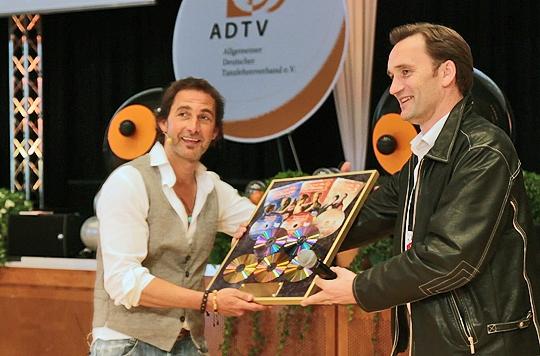 Podcasts @ Open-Podcast.de: Markus Schöffl (links) und Michael Haag bei der Übergabe des Gold- und Platin DVD-Awards.