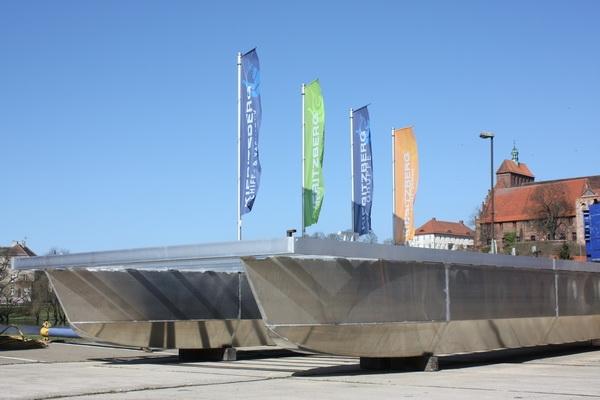 Berlin-News.NET - Berlin Infos & Berlin Tipps | Aluminium Katamaran PonTOM Empor 11.60 eignet sich als schwimmende Partyinsel & Basis für komfortable Hausboote