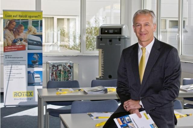 Berlin-News.NET - Berlin Infos & Berlin Tipps | Schulungsleiter Marc Behrens im Schulungsraum am Standort Güglingen