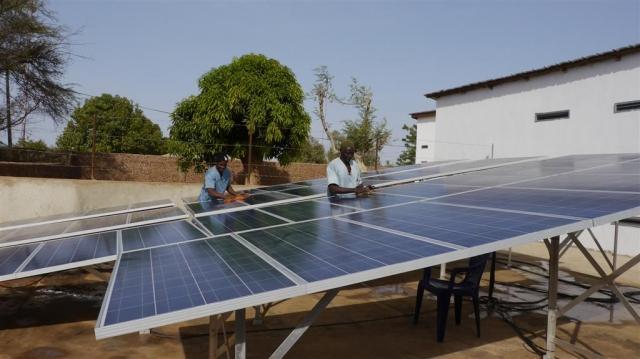 Afrika News & Afrika Infos & Afrika Tipps @ Afrika-123.de | Solaranlage in Gambia_Quelle - Projekthilfe Dritte Welt e. V. Hattingen