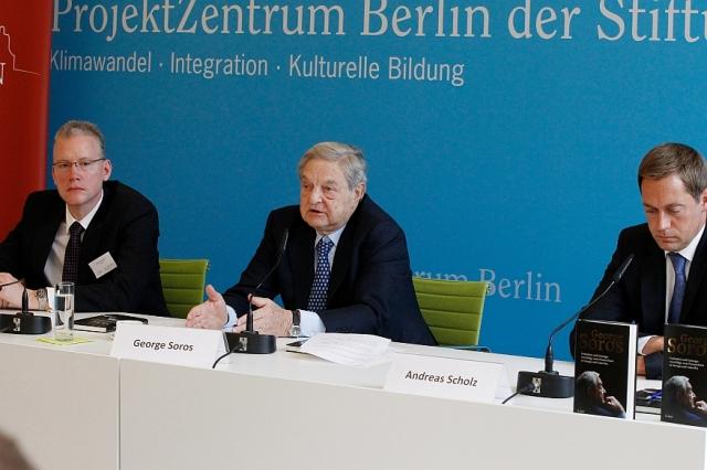 Berlin-News.NET - Berlin Infos & Berlin Tipps | George Soros mit Verlagsleiter Sebastian Grebe und Moderator Andreas Scholz